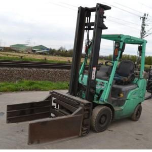 Stivuitor Mitsubishi 1.5 tone cu clamping