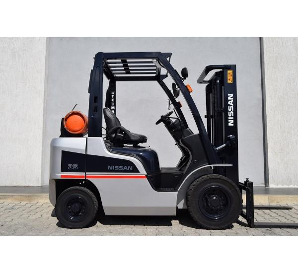 Stivuitor Nissan benzina + GPL, 2.5 tone