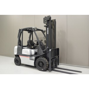 Stivuitor Diesel Nissan 2.5 tone
